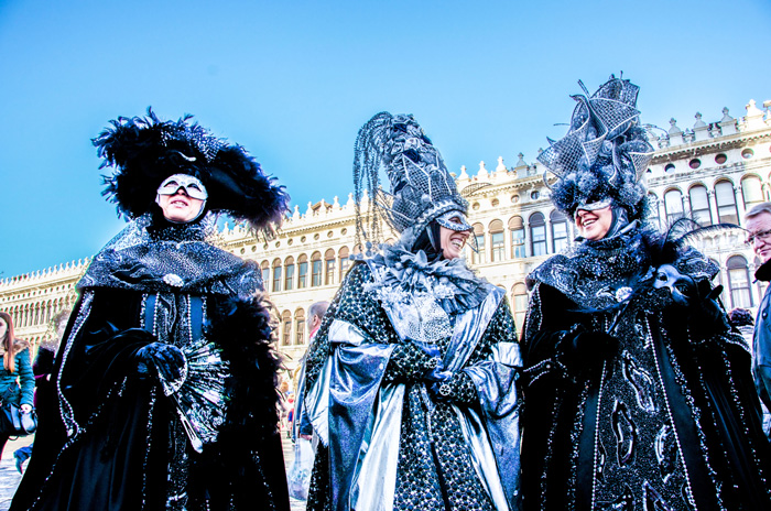 Spectacular-Costumes-Carnival-if-Venice-Blue-Costumes-Having-Fun-carnival-festival-carnival-party-carnival-events-local-carnivals-carnival-cruise