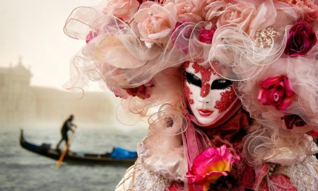 Venice-Carnival-Beautiful-Woman-in-Red-Costume-carnival-festival-carnival-party-carnival-events-local-carnivals-carnival-cruise