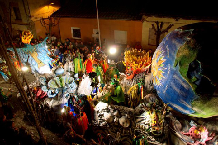 carnaval_de_terra_endins_torello-World-Globe-carnival-festival-carnival-party-carnival-events-local-carnivals-carnival-cruise