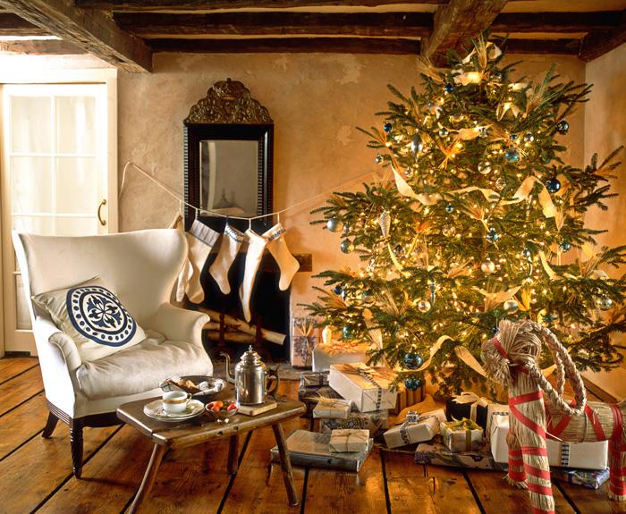 Cozy-Christmas-Sofa-Living-Room-Decoration-christmas-diy-christmas-home-décor-christmas-decoration-ideas-christmas-mantel-decorations