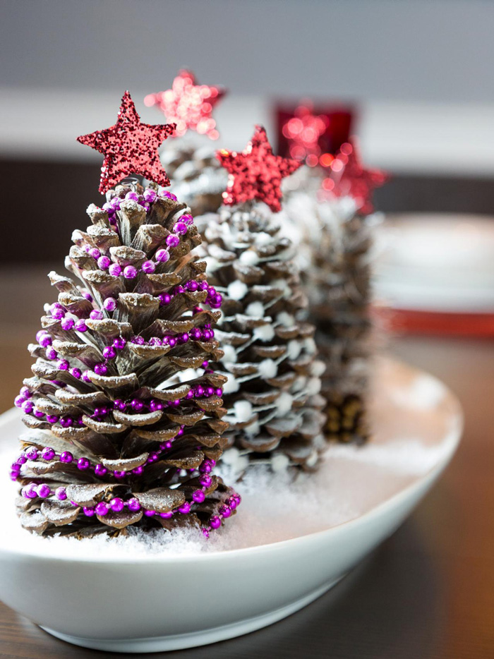 Decorated-Pine-Cones-christmas-diy-christmas-home-décor-christmas-decoration-ideas-christmas-mantel-decorations