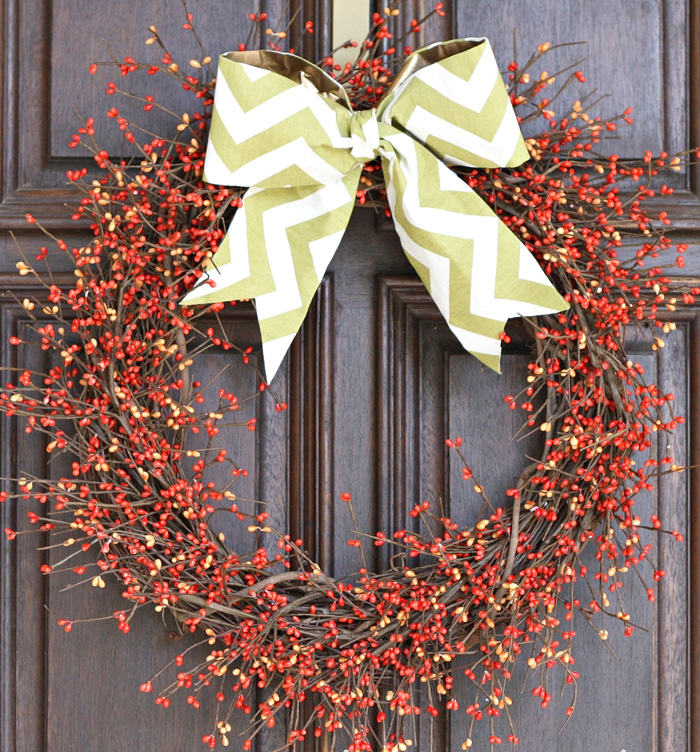 Easy-Bow-Wreath-christmas-diy-christmas-home-décor-christmas-decoration-ideas--christmas-mantel-decorations
