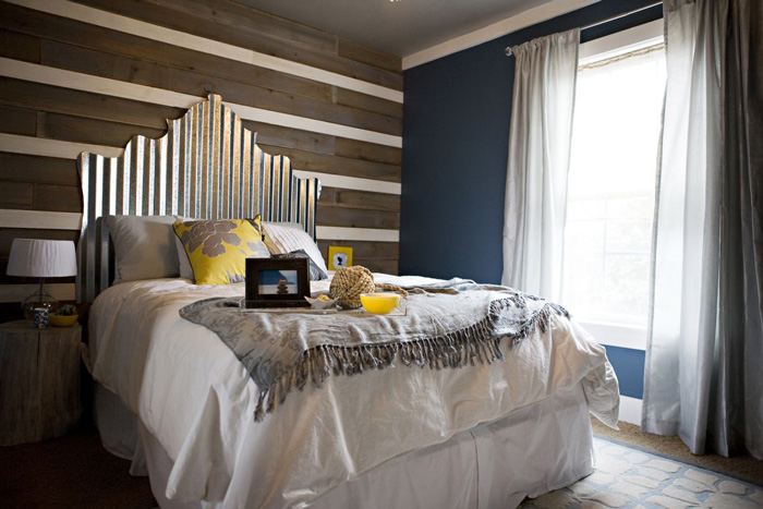 Industrial-Metalic-Headboard-Cozy-Bedroom-Breakfast-in-Bed-Ideas-Big-Bed-Brigh-Bedroom-Romantic