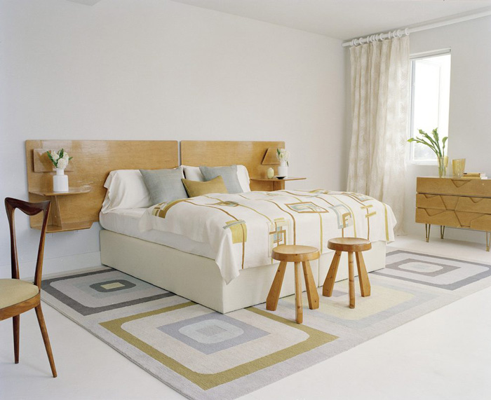 Modern-Wooden-Headboard-Design-Mount-Light-On-Both-Sides-Flower-in-Bedroom