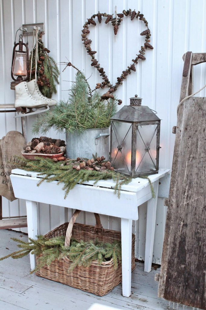 Pinecones-For-Christmas-Decoration-Pinecones-Heart-christmas-diy-christmas-home-décor-christmas-decoration-ideas-christmas-mantel-decorations