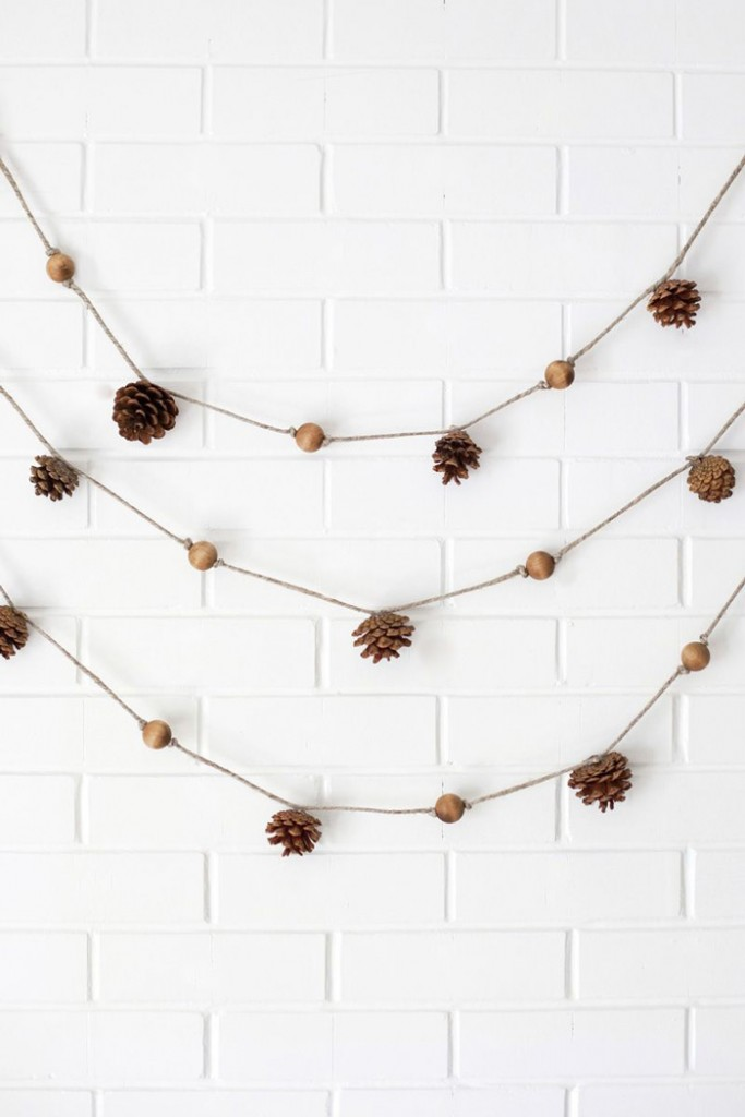 Pretty-pine-cones-Christmas-Decoration-Simple-Christmas-Decoration-christmas-diy-christmas-home-décor-christmas-decoration-ideas-christmas-mantel-decorations