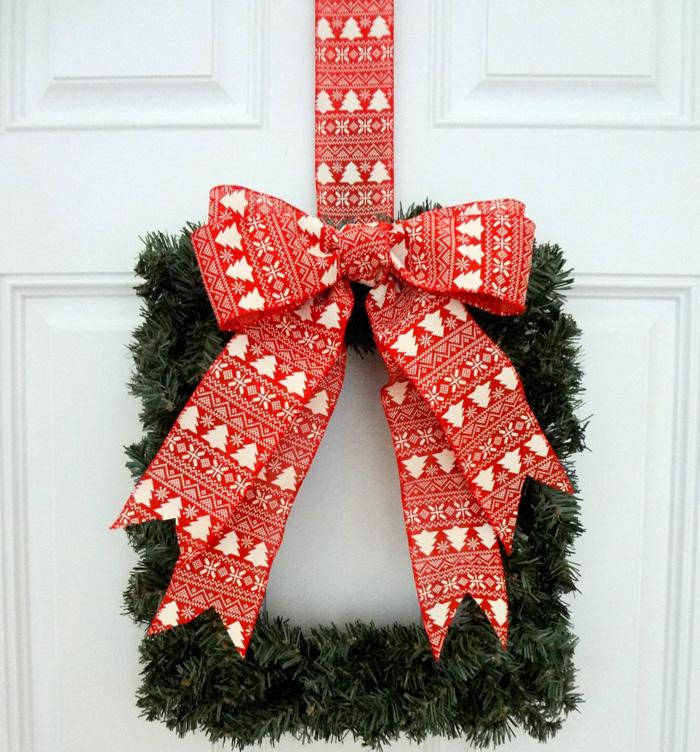 Square-Wreath-Ornamator-Bow-Easy-Bow-Wreath-christmas-diy-christmas-home-décor-christmas-decoration-ideas--christmas-mantel-decorations