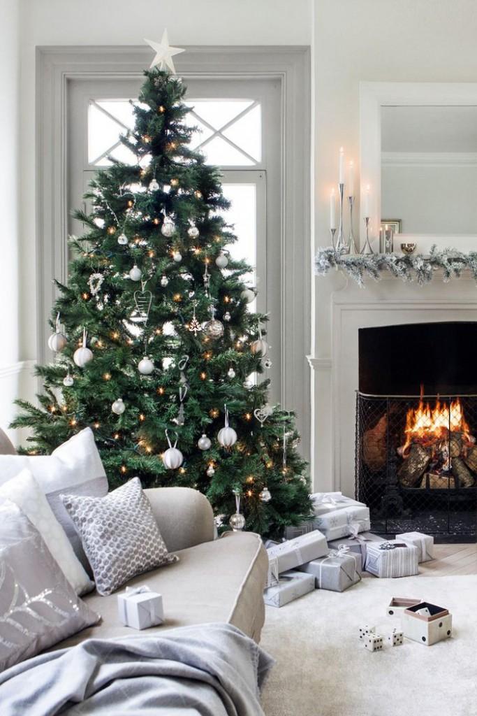 White-Christmas-Livingroom-Decoration-Fireplace-Decor-White-Christmas-Livingroom-Decoraion-christmas-diy-christmas-home-décor-christmas-decoration-ideas-christmas-mantel-decorations