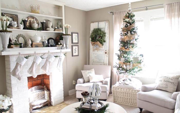White-Christmas-Livingroom-Fireplаace-Decoraion-christmas-diy-christmas-home-décor-christmas-decoration-ideas-christmas-mantel-decorations