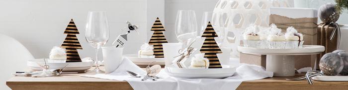 White-Christmas-Table-Decoration--christmas-diy-christmas-home-décor-christmas-decoration-ideas-christmas-mantel-decorations