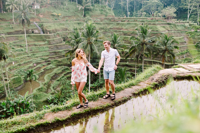 Best-Holiday-Destinations-for-Couples-Happy-Couple-Walking-in-Bali