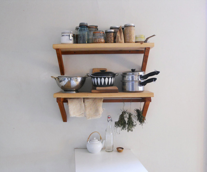 Cottage-Style-Open-Shelves-Kitchen-Easy-Shelves-cottage-style-cottage-decor-cottage-style-décor-cottage-decorating-ideas