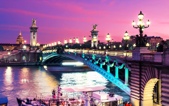 Pink-Sunset-In-Paris-alexandre-bridge-paris-Romantic-Paris-romantic-weekend-getaways-romantic-vacations-romantic-trips-best-vacation-spots-for-couples-best-holiday-destinations-for-couples