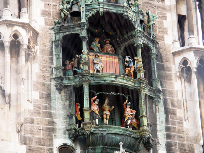 Rathaus-Glockenspiel,-Munich-clock-tower-clock-square-clock-tower-cafe-smaller-clock-tower