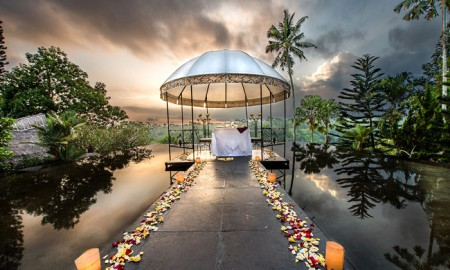 Restaurants-with-View-Bali-Romantic-Bali-Amazing-Diner-in-Water-romantic-weekend-getaways-romantic-vacations-romantic-trips-best-vacation-spots-for-couples-best-holiday-destinations-for-couples