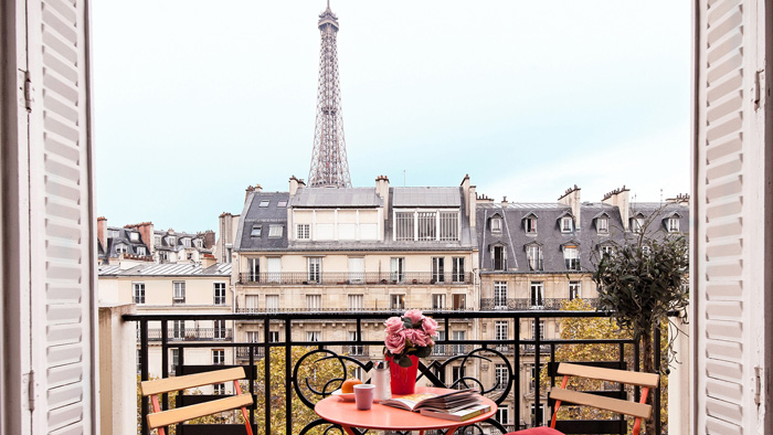Romantic-Paris-Balcony-Eiffel-Towel-Romantic-View-romantic-weekend-getaways-romantic-vacations-romantic-trips-best-vacation-spots-for-couples-best-holiday-destinations-for-couples