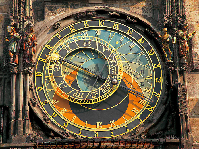 The-Astronomical-Clock,-Prague-clock-tower-clock-square-clock-tower-cafe-smaller-clock-tower-Closer-look
