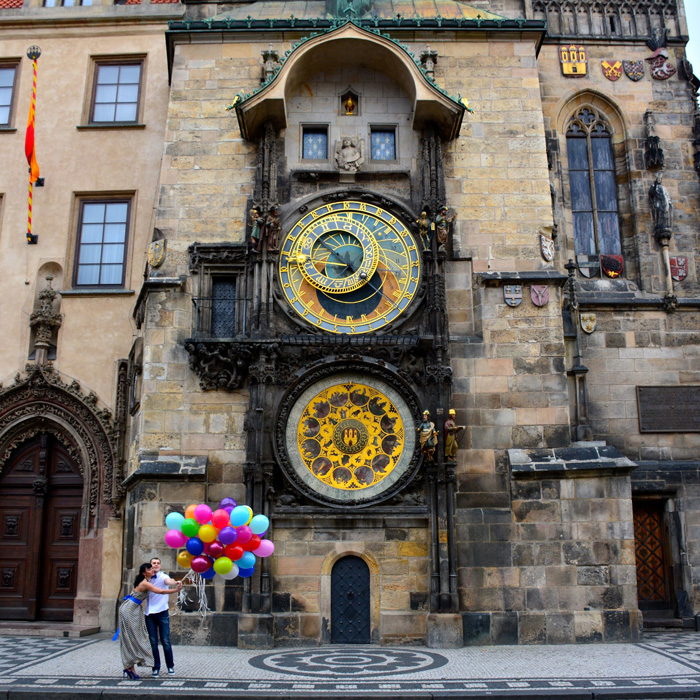 The-Astronomical-Clock,-Prague-clock-tower-clock-square-clock-tower-cafe-smaller-clock-tower-Couple-with-Baloons