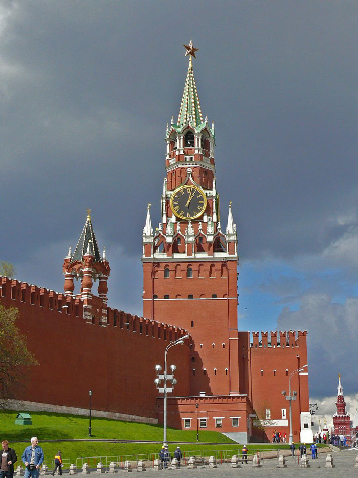 saviours-tower-kremlin-moscow-clock-tower-clock-square-clock-tower-cafe-smaller-clock-tower