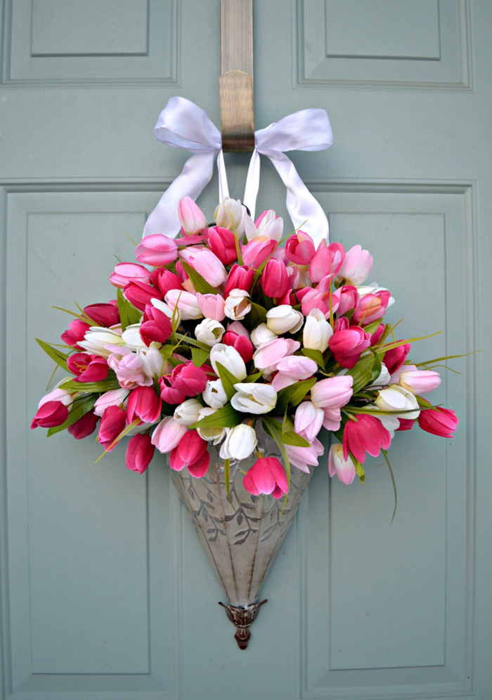 Front-Door-Decorations--spring-decorations-tulips-wreath