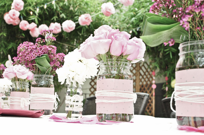 Garden-Party-Ideas-and-Decorations-delicate-table-decor-pink-centerpiece-ideas