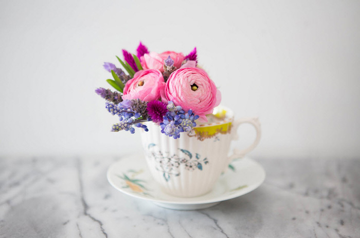 Indoor-Plant-Container-Ideas-Teacup-Vase-home-decor-items-small-cup-of-tea-with-flowers