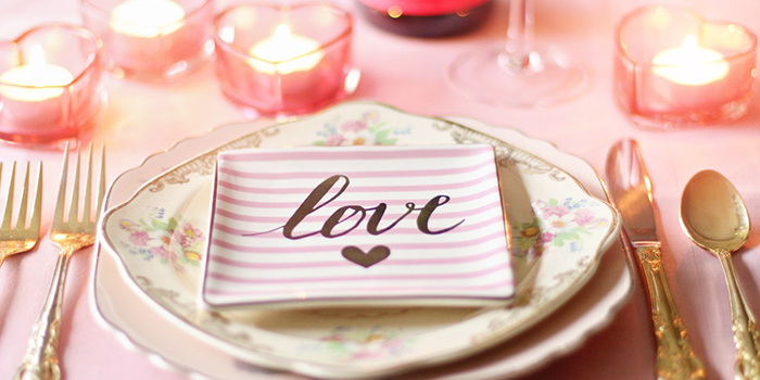 Romantic-Tabletop-Decor-for-St-Valentine's-day