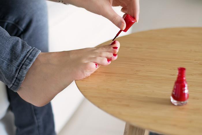 nail-polish-application-pedicure-trendy-nail-polish