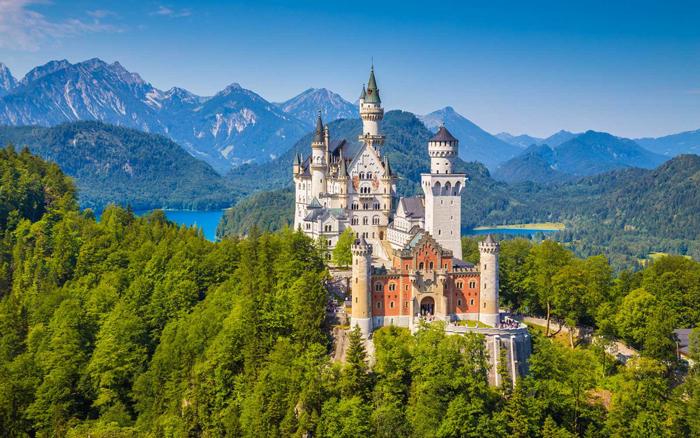 neuschwanstein-castle-day-trip-medieval-times-castles