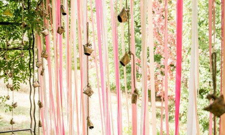 outdoor-party-decorations-garlands-pink-decorative-curtain