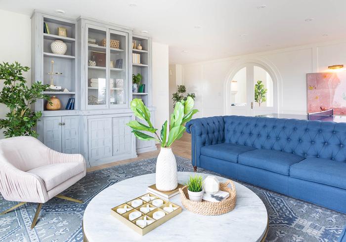 pantone-spring-home-cozy-blue-livingroom-blue-sofa-white-living-room-table