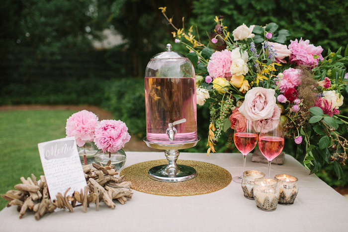 pink-drinks-outside-party-ideas-pink-table-decoration-pink-flowers-rose