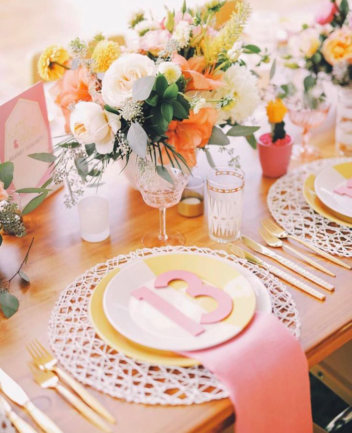 simple-centerpieces---spring-party-table-table-centerpieces-spring-table-decorations-table-decorations-centerpiece-ideas-simple-centerpieces