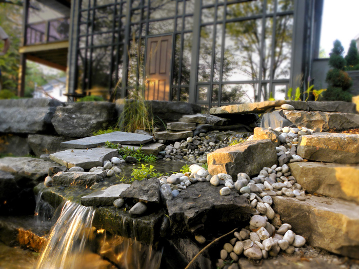 Beautiful-Contemporary-Waterfall-Garden-Design