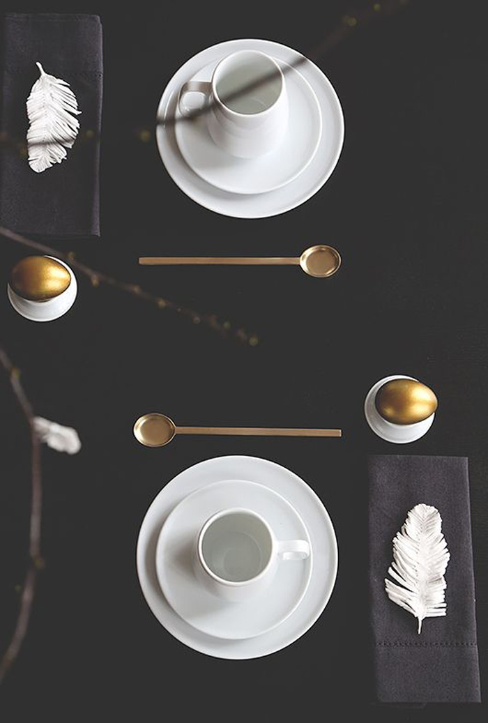 Easter-Table-Black-Table-with-Eggs-Decor
