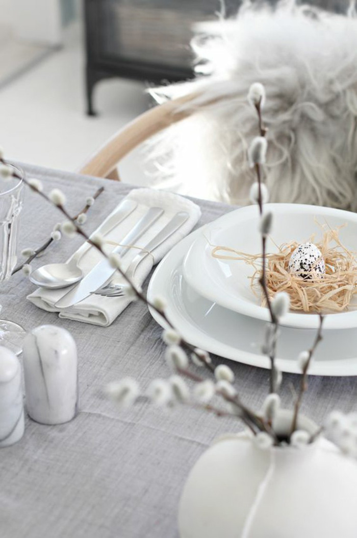 Easter-Table-Decoration-Rustic-Table-Egg-Decor