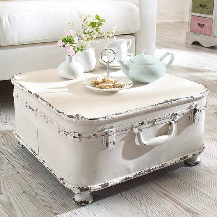 Shabby-Chic-Living-Room-Coffee-table-Design-Old-Luggage