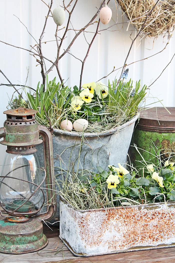 Vintage-Easter-Outdoor-Decoration