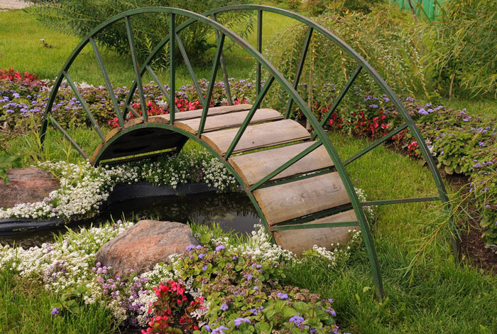 Vintage-Water-Garden-Feature-with-Decorative-Bridge