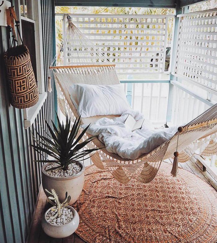 boho-balcony-a-chic-hammock