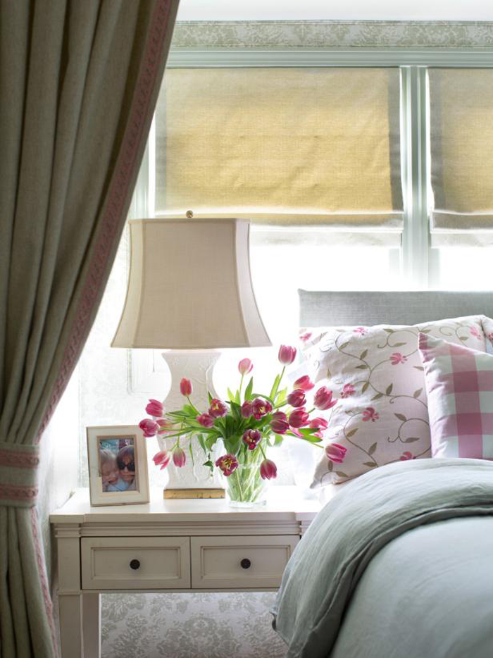 cottage-style-bedroom-with-pink-tulips