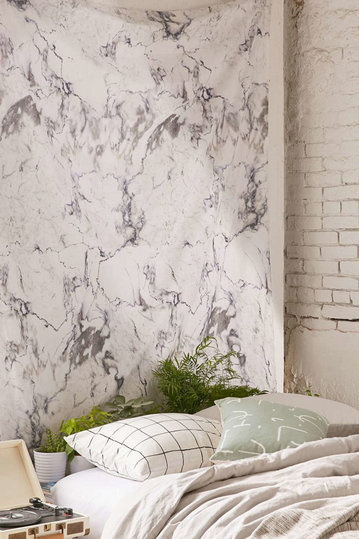 faux-marble-bedroom-wall
