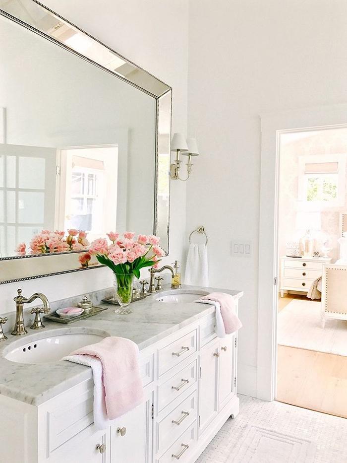 romantic-bathroom-spring-decor
