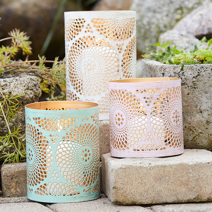 stylish-easter-decor-lanterns