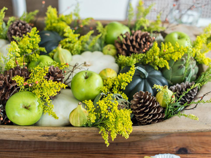 table-flower-arrangements-green-fruits