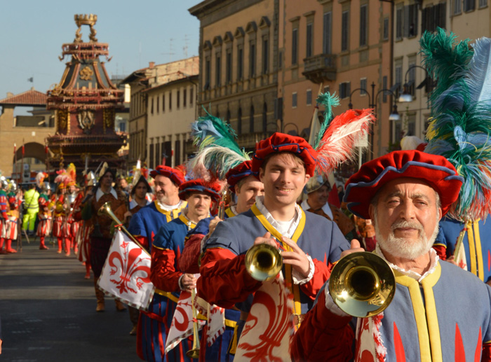 Lo-Scoppio-del-Carro-fiorentino-Italian-Traditions