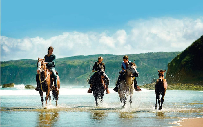 Soth-Africa-Family-Holiday-Family-Riding-Horses
