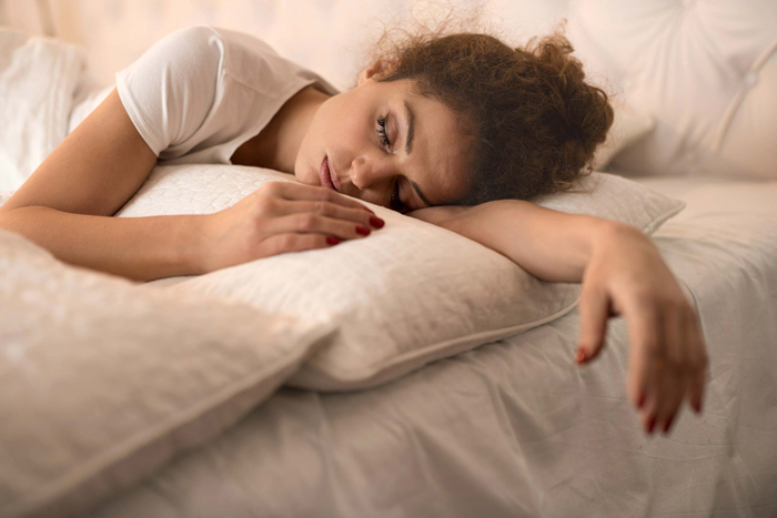 sleep-against-signs-of-fatigue-sleeping-woman