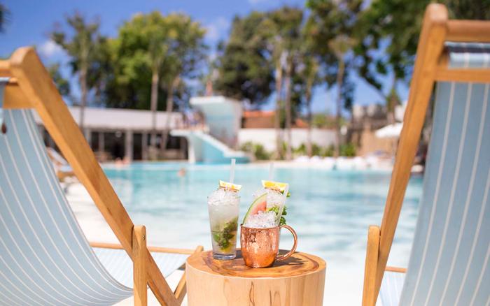 Mediterranean-Summer-Hotspots-Cocktails-at-the-beach