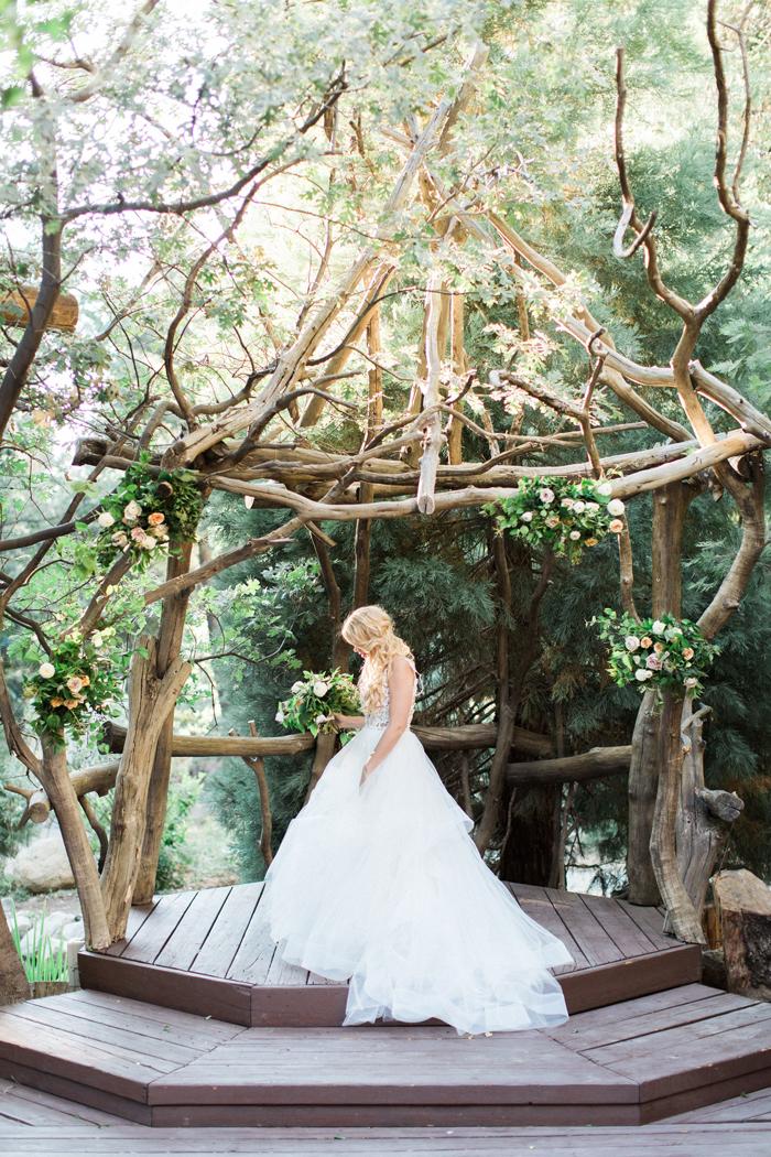 Outdoor-Wedding-Wooden-Decor-Ideas